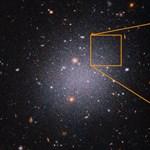 Olyan furcsa galaxist talált a Hubble, hogy a tudósok sem értik, mi történhet odaát