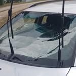 Tóba esett egy autó Vadnánál, pecázó rendőrök mentettek ki két embert
