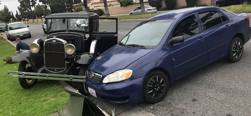 87 évet kibírt a Ford Model A, aztán jött valaki egy Toyotával