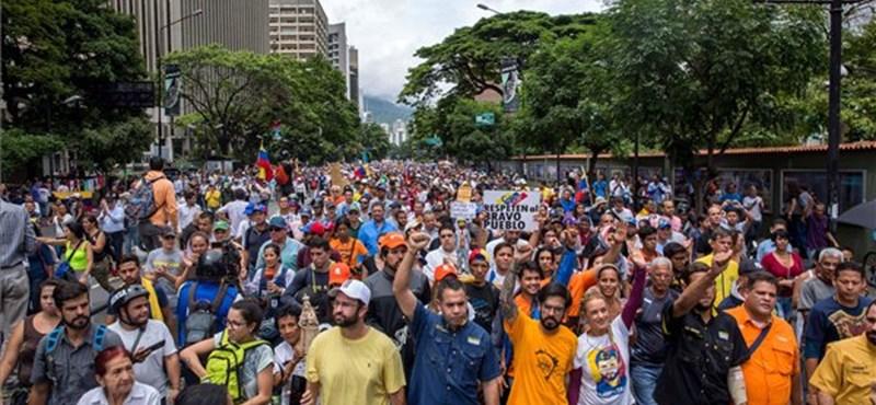 Az Egyesült Államokba menekült a venezuelai elnök egykori nagy támogatója