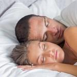 Nagy siker várható: itt a kényelmes, viselhető horkolásgátló