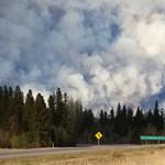 Komoly erősítést kapnak a kanadai erdőtűznél küzdő tűzoltók