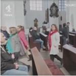 Abortusztilalomról szónokolt a pap, a nők kivonultak – videó