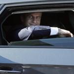 Lerobbant a francia elnök francia páncélozott autója
