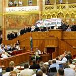Botrány a parlamentben: Kövér megszüntette a jobbikosok beléptetési jogát