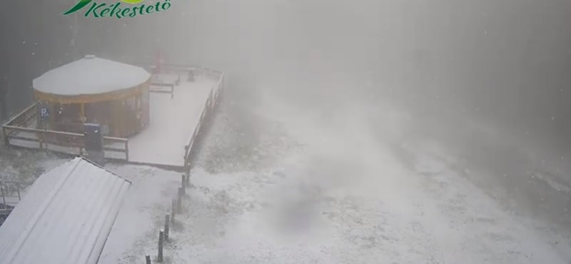 Itt a tavasz, szakad a hó a Kékestetőn