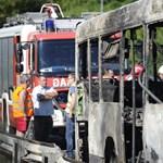 Csuklós busz égett le az M7-esen