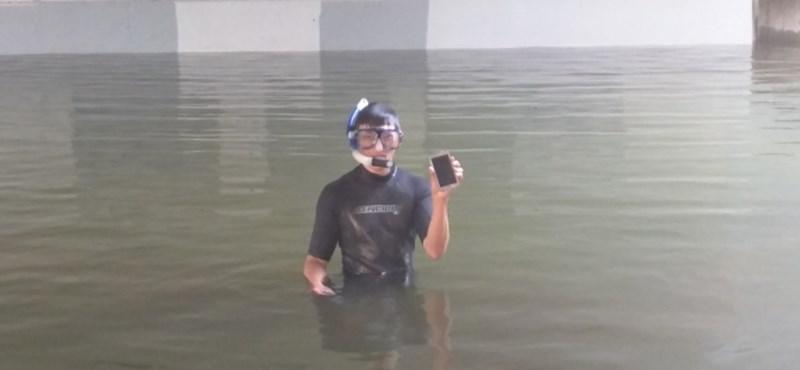 """Két órára véletlenül """"vízbe tettek"""" egy vízálló telefont, ez lett az eredménye"""