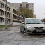A baj csőstül jön - vízben úszik pár utca a XIII. kerületben