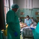 Megduplázhatja az orvosok bérét a kormány