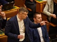 Teljes a sorcsere a Jobbik pártalapítványában is