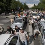 Tüntetnek: taxisok lepik el a budapesti utcákat hétfőn