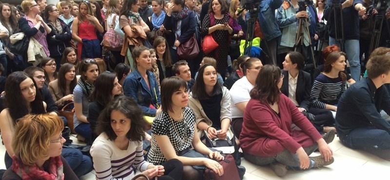 Vonulásba csaptak át a kormány tervei ellen tiltakozó hallgatói fórumok – percről percre