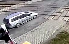 Itt egy lengyel vasúti átjáró, ami sorra ejti csapdába az autósokat