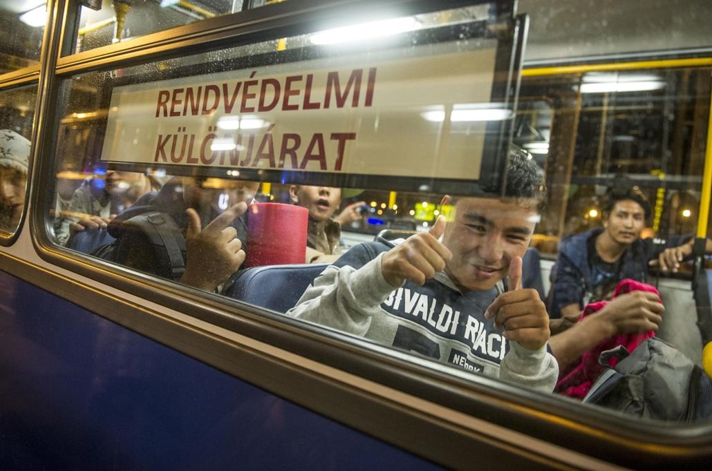 tg.15.09.08. Migráns, menekült, bevándorló, busz