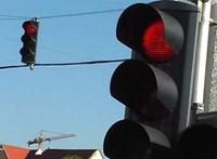 Zöldhullám: itt az első autó, amely egyeztet a közlekedési lámpákkal