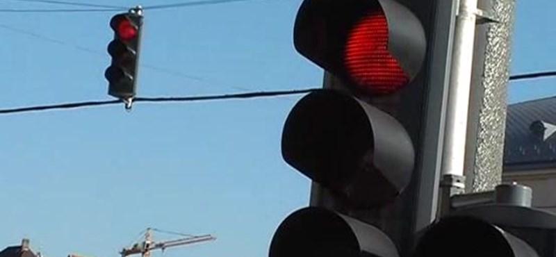 Videó: Így nem lesz unalmas a piros lámpánál várakozás