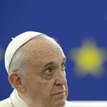Ferenc pápa egy tablettel kapcsolta fel a karácsonyfa fényeit