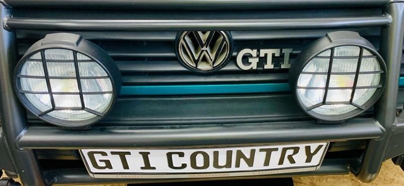 A sportos divatterepjárók ősatyja: 14 millió forintért hirdetnek egy régi Golf Country GTI-t