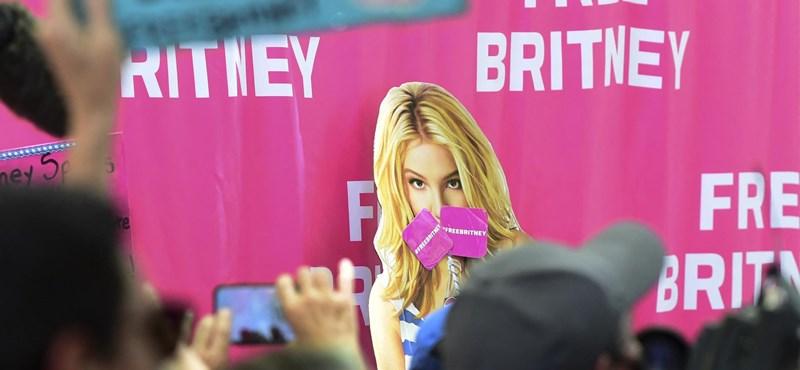 Britney Spears celebró con fotos desnuda que se deshizo de la tutela de su padre