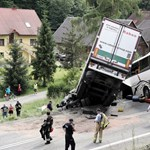 Legalább negyvenen megsérültek egy lengyelországi buszbalesetben