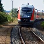 Vonattal utazna a Balatonra? Készüljön fel, mert késni fog a MÁV!