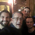 Budapesti bárban szelfizett a vendégekkel Tom Hanks