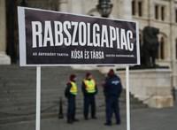 """Toroczkaiék pártja is tiltakozik a """"rabszolgatörvény"""" ellen, csak külön"""
