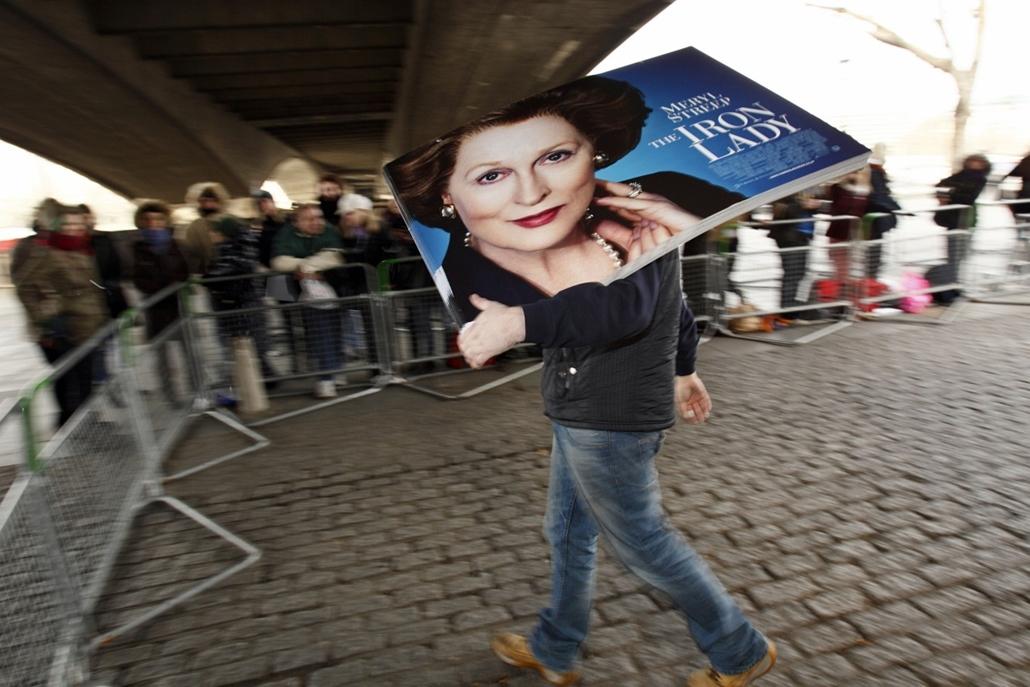 2012. január 4. - a Vaslédi (The Iron Lady) című film plakátja, melyben Meryl Streep alakította Margaret Thatcher szerepét