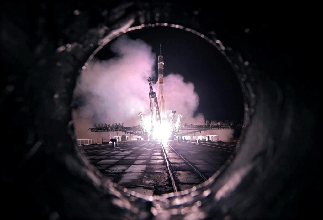 hét képei - mti.16.03.18. - Fellövik a Szojuz TMA-20M orosz űrhajót fedélzetén Jeffrey Williams amerikai, valamint Alekszej Ovcsinyin és Oleg Szkripocska orosz űrhajósokkal a kazahsztáni Bajkonurban működő orosz űrközpontban 2016. március 19-én. A három ű