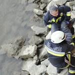 Így mentették a tűzoltók a Duna-partra zuhant férfit - fotók
