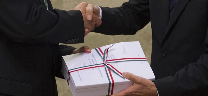Évekkel elhalasztották Orbán több ígéretét