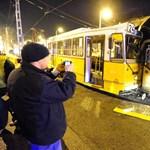 Fotó: felöklelte a 24-es villamos a Győri Balett buszát
