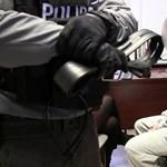 Videó: Egy 22 évvel ezelőtti gyilkosság feltételezett elkövetőjét fogta el a rendőrség