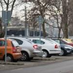 Elege lett Óbudának a sok Waze-s autósból, akik minden utcát elleptek