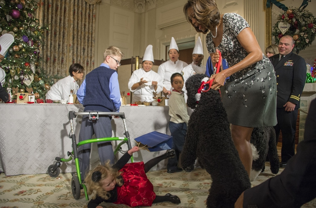 13.12.05. - Washington, USA: Sunny , a kutya brított fel egy kislányt - Michelle Obama