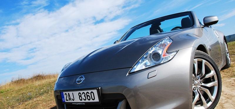 Nissan 370Z Roadster teszt: nem férfi, aki nem fordul utána