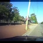 Itt egy újabb sofőr, akinél a saját kamerája vette, ahogy részegen vezet, amíg le nem bontja egy ház falát