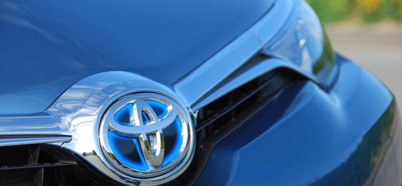 2,4 millió hibridjét kénytelen visszahívni a Toyota