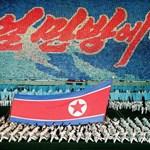 Így néz ki Észak-Korea, amikor szórakoztatja a tömegeket (fotók)