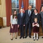 Fotó: Beköszönt Obamához az új magyar nagykövet egész családjával