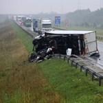 Közel négyszáz baleset történt hétvégén