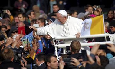 Ferenc pápa hajléktalanklinikát létesített a Szent Péter téren