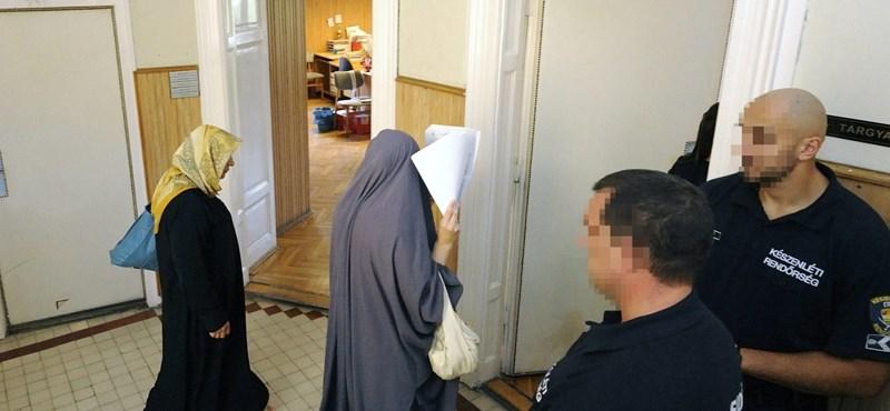 Eddig százötvenöt bevándorlót utasítottak ki a bíróságok