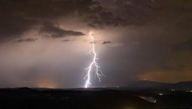 Vége a hibátlan napos időnek, viharok miatt adtak ki figyelmeztetést