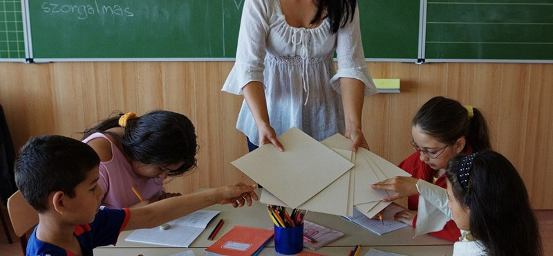 Több ezer tanár marad fizetés nélkül: trükkös szerződésekre figyelmeztet a PDSZ