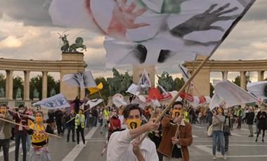Tüntetések felsőfokon: újra tömegek vonultak utcára az SZFE-ért
