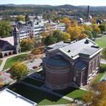 Az egyetemi ranglisták nagy vesztese, mégis ezrek akarnak itt tanulni