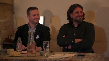 Videó: Deutsch így magyarázta a Fidesz felfüggesztését