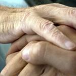 Így utaznak külföldi csalók százezres magyar nyugdíjakra